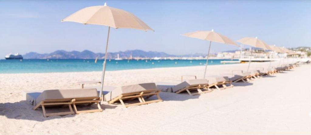 Déjeuner après confinement sur la plage Long Beach Cannes juin 2020